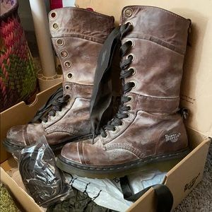 Dr marten boots Lacey or alternative lace